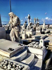 Statues at Santa María Magdalena de Pazzis Cemetery