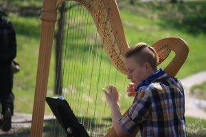 Artist at Portland Farmers' Market: Harp
