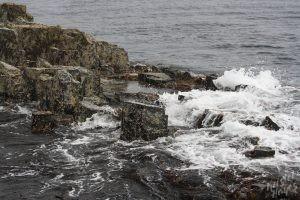 Isle of Staffa: Waves against the shore